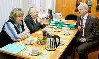Визит гости начали с беседы с начальником управления образования города Сергеем Попой. Фото В. Бербенца