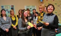 Н. Суровцева всегда на позитиве и в окружении молодёжи. С юбилеем, Наталья Владимировна! Фото В. Бербенца