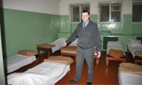 Начальнику медвытрезвителя при УВД города С.М. Климову теперь остаётся только разводить руками. Фото В. Бербенца