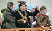 «Товарищи, даёшь прорыв на следующий фестиваль!» Представители ВИК «Северная Двина» с азартом наблюдают за происходящим. Фото В. Бербенца