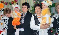 Дети из «Колибри» сразу прониклись к ним доверием. Жанетта Михальчук (слева) с сестрой. Фото О. Стойковой