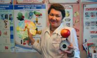 На весах — ваше здоровье. Лучше съесть яблоко, чем шоколадный батончик. Фото В. Бербенца.