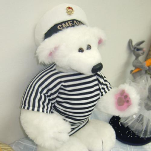 Мишки Тедди, приживаясь на севере, меняют масть и приобретают профессию. Фото Г. Чарупы