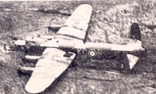 Английский самолёт «Ланкастер» после аварийной посадки около Молотовска.