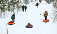 Любят северяне зимние забавы! Фото В. Бербенца