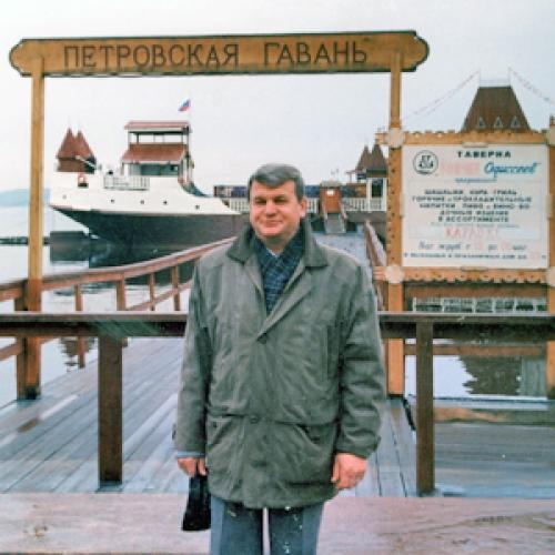 В.А. Шишков в одной из командировок по изучению опыта организации школьного питания. Фото из личного архива