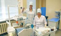 К стоматологам Светлане Елизаровой и Лидии Скороход пациенты идут без страха. Фото В. Бербенца