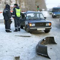 Одна из аварий произошла напротив драмтеатра. Фото В. Бербенца