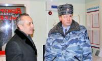 М. Гмырин и В. Зернов в дежурной части. Фото автора