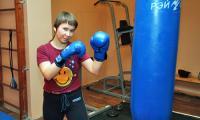 Лучшие друзья девушек – боксёрские перчатки? Фото В. Бербенца