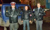 Игорь Грановитов (в центре) в одном из рейдов с сотрудниками ОПДН. Фото из архива дружины