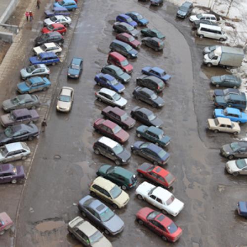 В каждой семье машина. Фото В. Бербенца