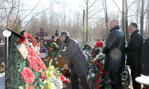 На могиле Д.Г. Пашаева.  Фото А. Ширшикова