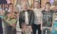 Семья Соколовых с Леонидом Якубовичем. Фото из семейного архива