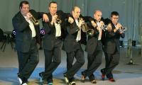 Команда музыкальных эксцентриков «Трубачи из Лиона». Фото В. Капустина