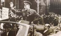 Юрия Гагарина приветствует Манчестер (Великобритания). Июль 1961 года.