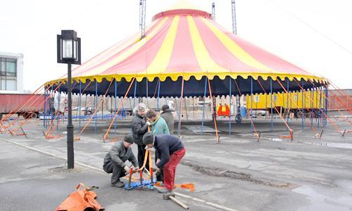 Монтаж купола цирка. Фото В. Капустина