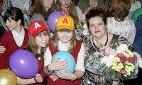 Участница конкурса учитель русского языка и литературы школы № 13 Елена Васильевна Романовская с детьми.