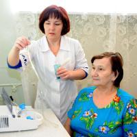 Любая процедура у Нины Михайловны начинается с  инструктажа. Фото М. Биктимирова