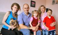 Двойняшки Руслан и Алина в семье Тарасовых уже год. Фото В. Бербенца