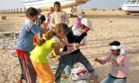 За угощение от туристов дети бедуинов готовы драться