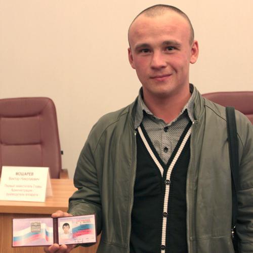 Артём Шабалин обрёл награду: получил значок и удостоверение мастера спорта по самбо — первого в этом виде спорта в Северодвинске.
